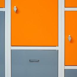 Schließfachschränke mit abschließbaren Fächern in vielen Farben und Größen