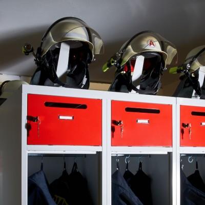 Feuerwehrspinde, Feuerwehrschränke und Einsatzspinde von rotstahl® sind besonders robust und für Einsätze von Feuerwehr und THW ausgelegt.