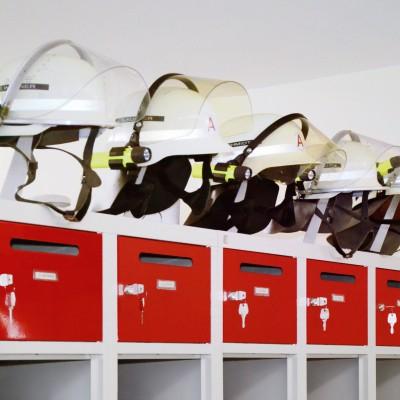 Der Feuerwehrspind PRO ist serienmäßig mit festem Helmhalter ausgestattet und für den Einsatz bei Feuerwehr und THW ausgelegt.