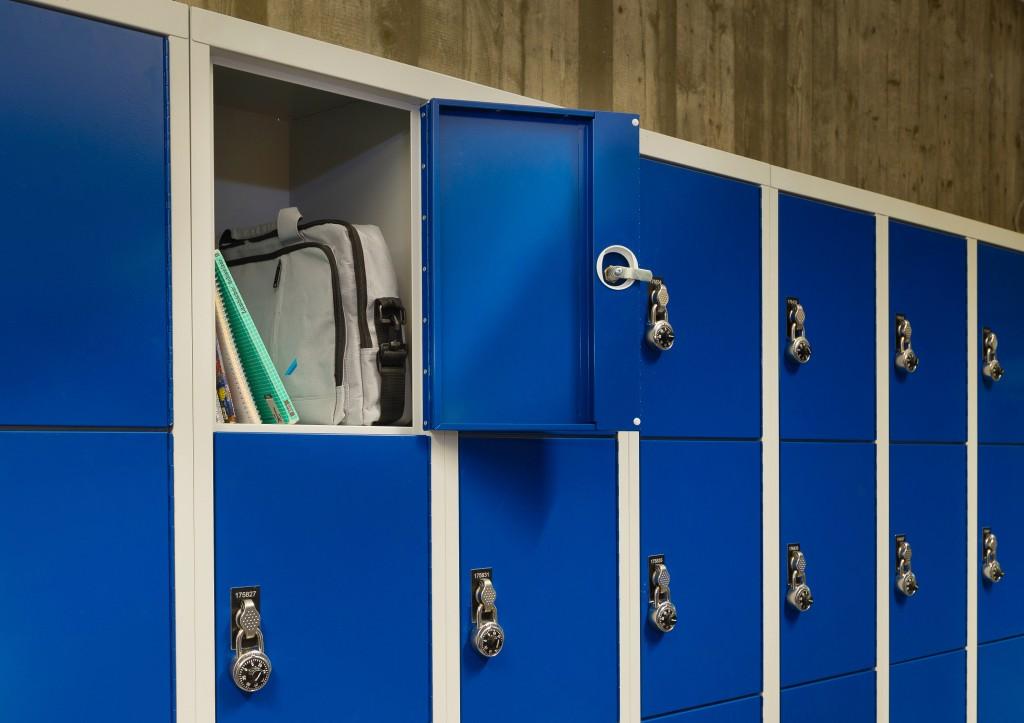 Fächerschränke bieten praktischen Stauraum in Schulen, Universitäten und Unternehmen.