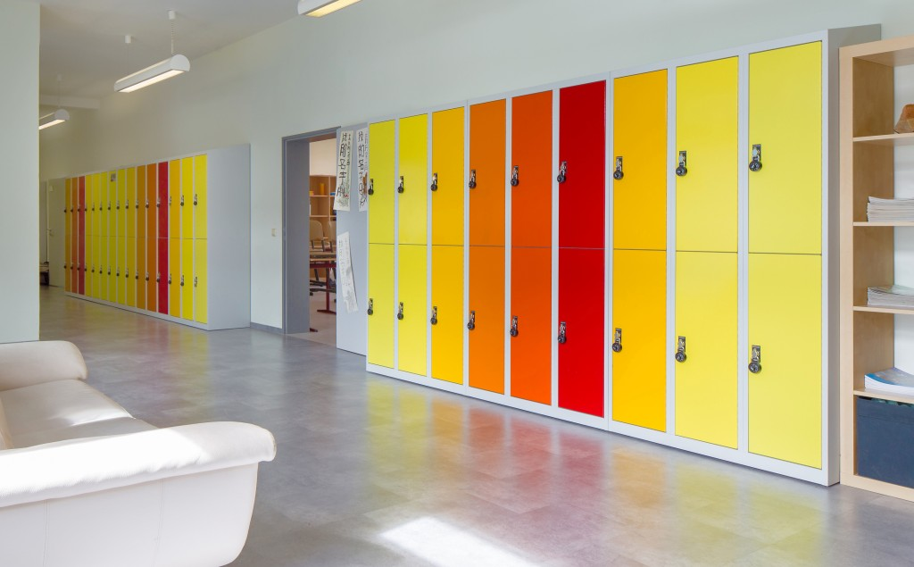 Schulgaderoben mit Farbmustern und Farbverläufen. Schließfächer für Schulen von rotstahl®