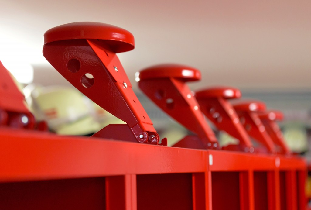 Flexibler Helmhalter für Feuerwehr und Rettungsdienste