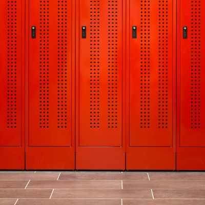 Feuerwehrspinde PRO mit perforierter Tür