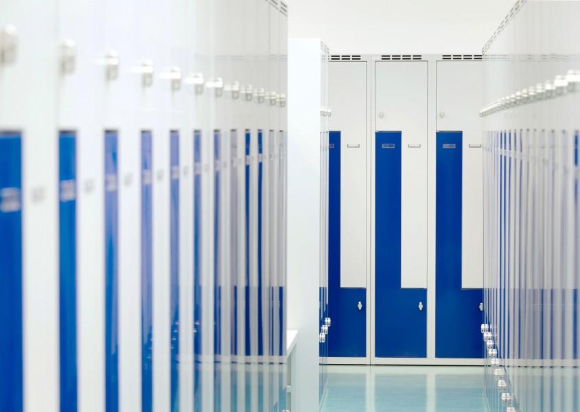 Umkleide mit Z-Spinden in Ultramarinblau