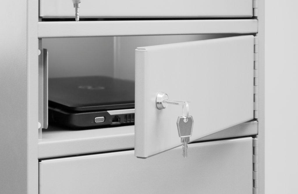 Laptops und Notebooks im Schließfach mit Ladefunktion wieder aufladen