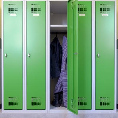 Garderobe für Schulen mit großem Innenraum für Jacken und Schuhe