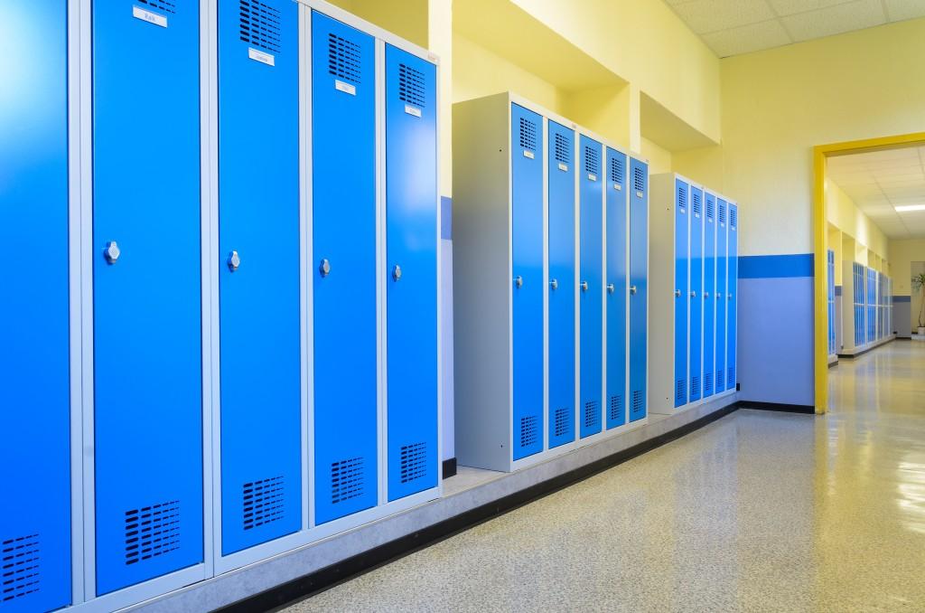 Schulspind in Lichtblau und anderen Farben