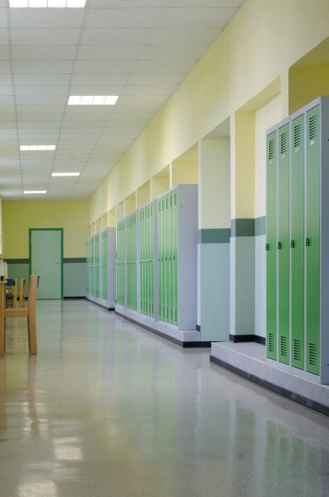 Spinde für Schulen in gekürzter Höhe