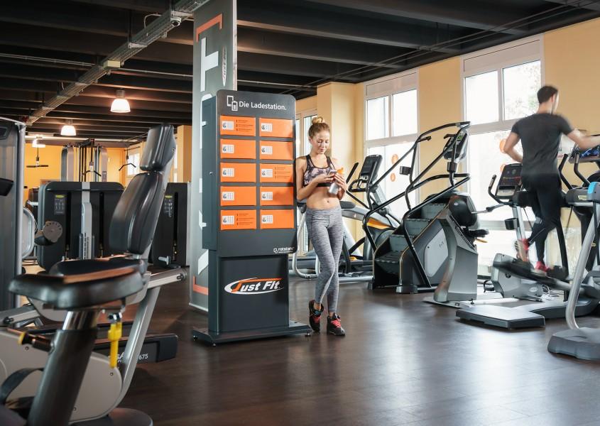 Die Handy-Ladestation für Fitnessstudios: JustFIT Frechen
