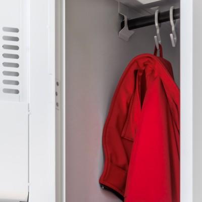 Z-Spinde Innenausstattung mit Kleiderstange und Haken, oberes Abteil