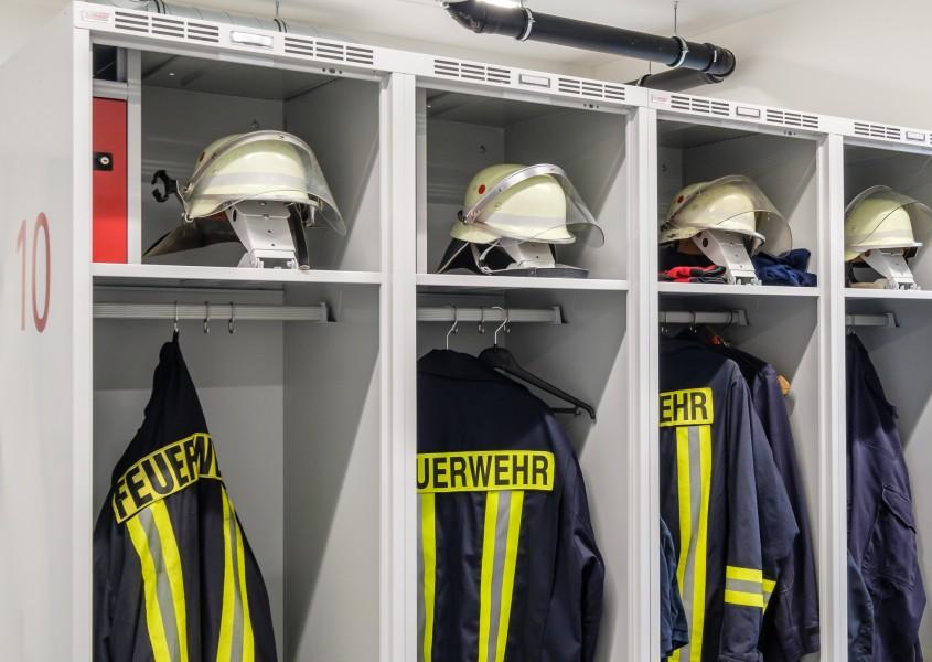 Feuerwehrschränke mit Wertfach und Helmhalter in 55 cm Breite