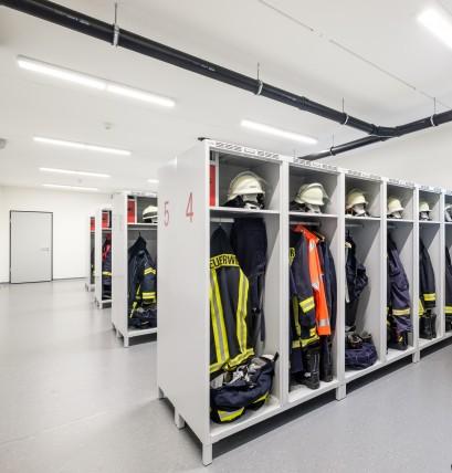 Feuerwehrschränke PROFI mit flexiblem Helmhaler