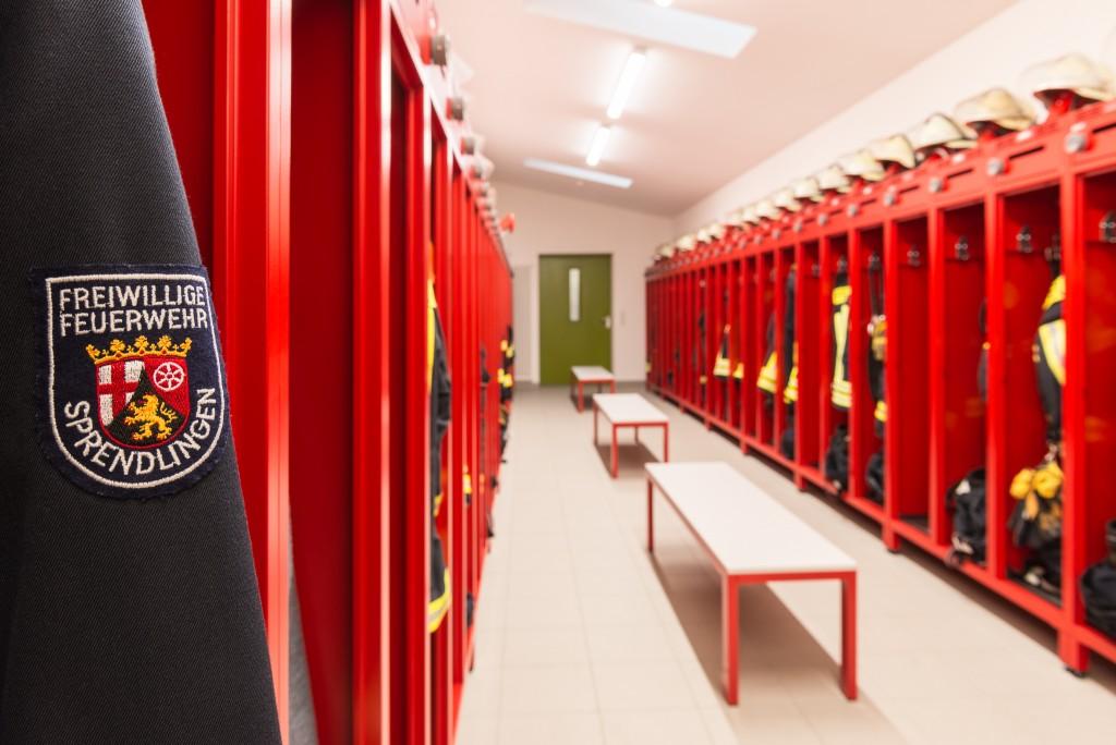 Gerätehaus der Feuerwehr Sprendlingen mit Ausstattung von rotstahl