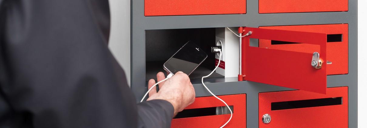 Ladeschränke für Zugbegleiter mit Steckdose auch zum Handy laden geeignet