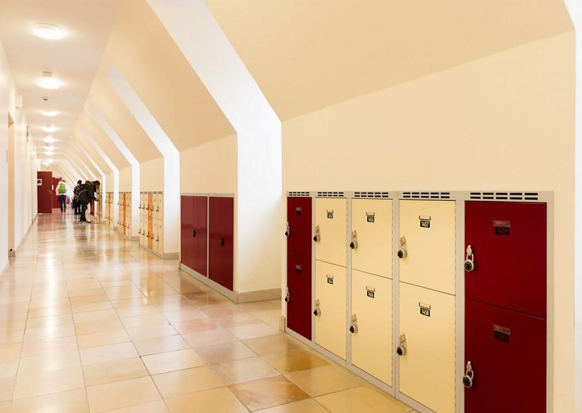 Maßgeschneiderte Schließfachschränke in der Schule der Ursulinen, Würzburg