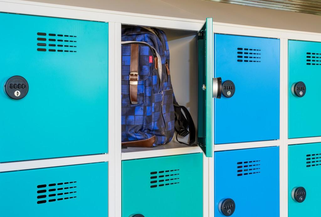 Geräumige Schließfächer für Taschen und Rucksäcke