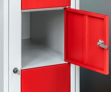 Wäscheverteilerschrank mit geräumigen Schließfächern und zentral verschließbarer Tür