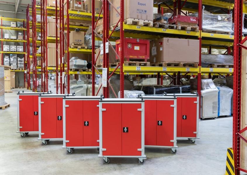 Tabletwagen im professionellen Einsatz beim Logistikunternehmen