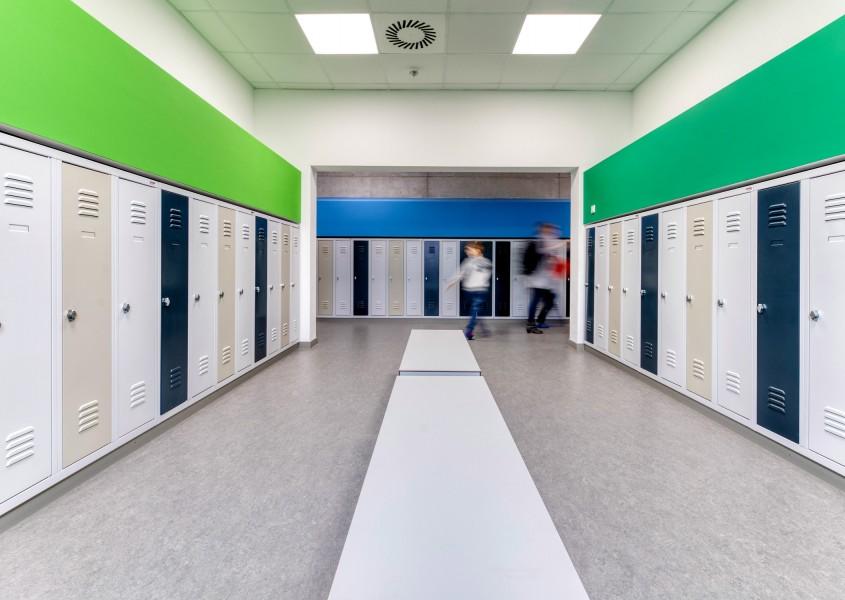 Kindgerechte Schulspinde in der GS Welfenplatz - Garderobe