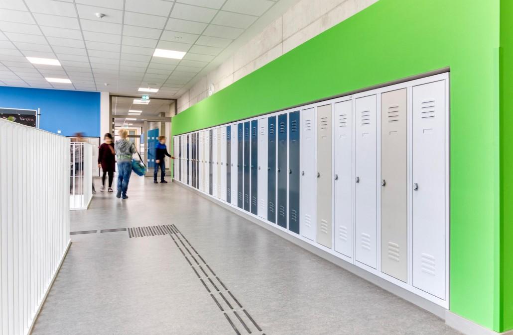 Schulspinde passgenauen eingebaut