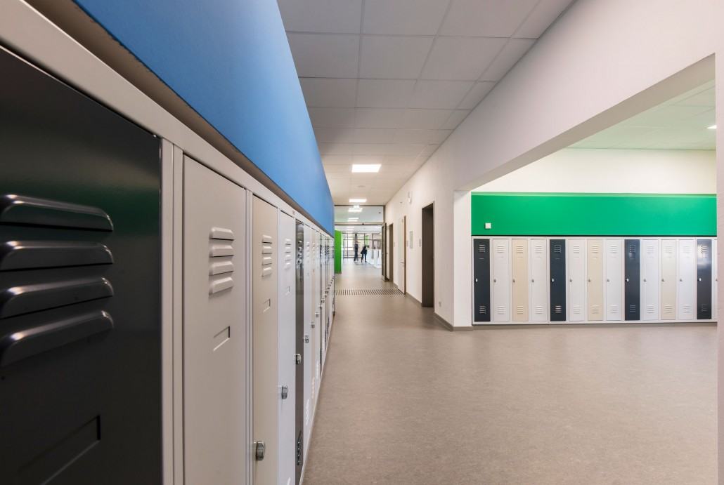 Kindgerechte Schulspinde in der GS Welfenplatz - Flur