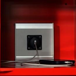Ladefunktion in Feuerwehrspinden – USB-Buchse mit Smartphone | rotstahl®