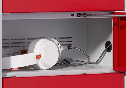 Handy-Ladestation Detail Fach mit Kopfhörer | rotstahl®
