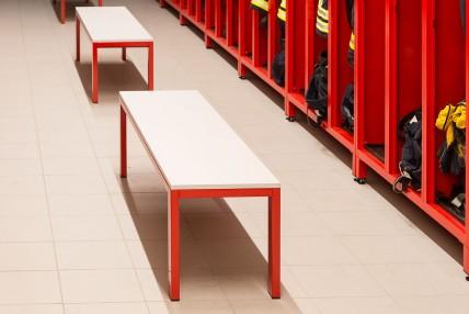 Sitzbänke für Feuerwehrumkleiden